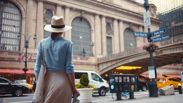 Chica joven en el en el Central Station, NYC