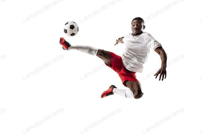 Professionelle afrikanische Fußballspieler isoliert auf weißem Hintergrund