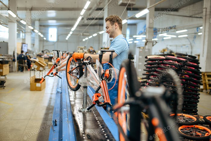 Bicycle factory, assembly line, chain installation