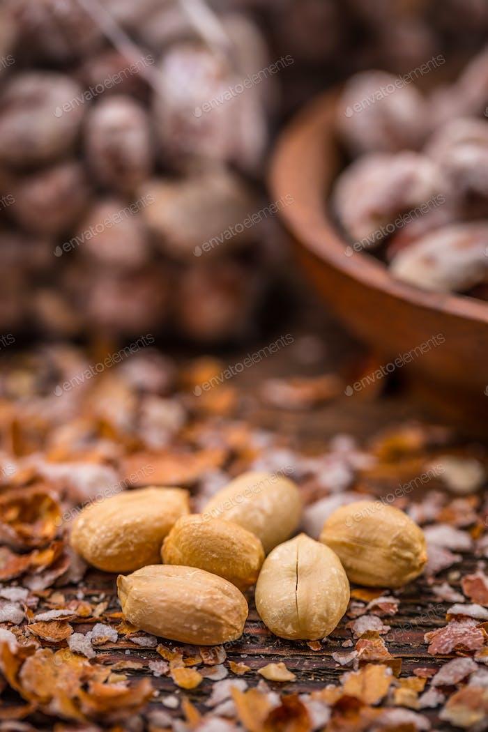 Peeled salted peanuts