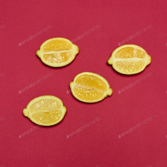 Лимоны на красном фоне
