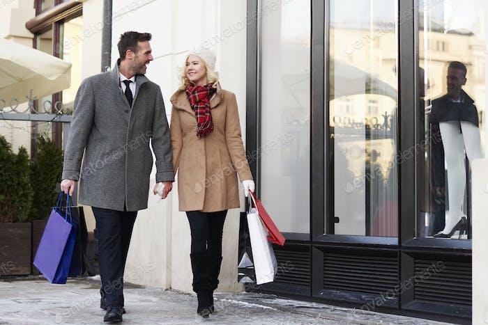 Full length of couple on the sidewalk