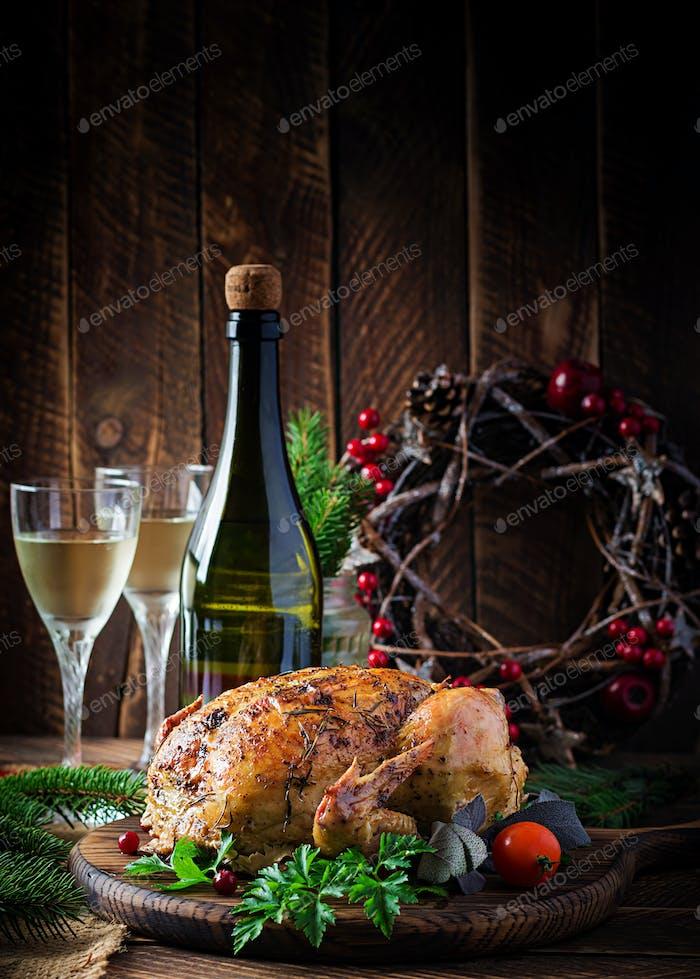 Запеченная индейка или курица. Рождественский стол подается с индейкой