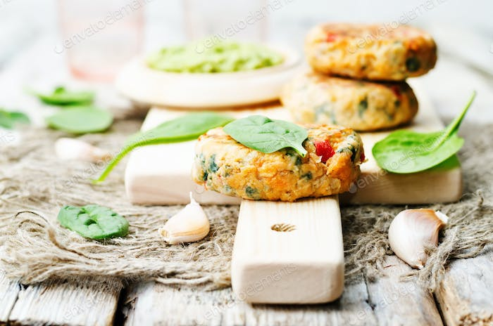 vegetables spinach salmon burgers with avocado sauce