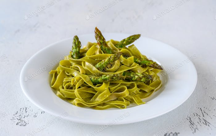 Spinach fettuccine with fried asparagus