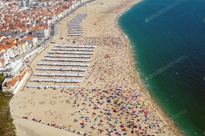 Strandleben in Nazare, Portugal