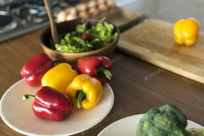 Gemüse auf dem Küchentisch