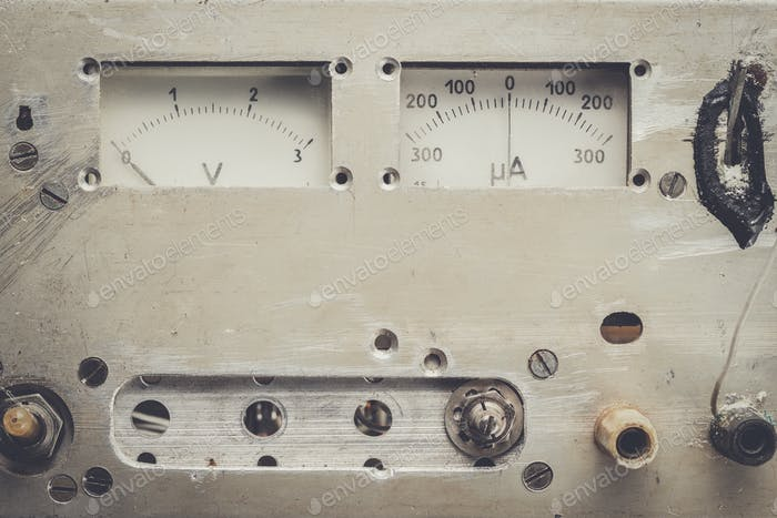 altes analoges Voltmeter und Amperemeter
