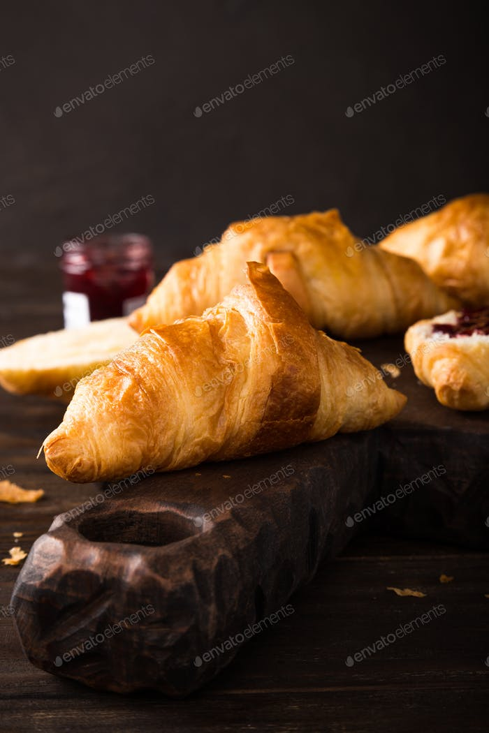 Fresh mini croissants