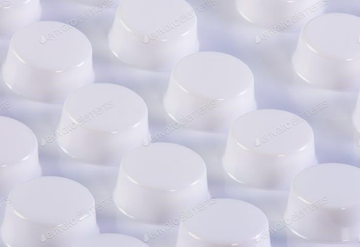 Weiße Blisterpackung mit Pillen