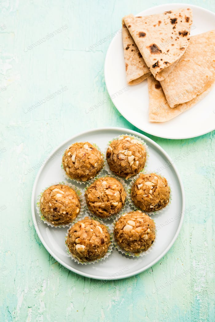 Leftover chapati Laddu or Churma Laddoo or Policha Ladu