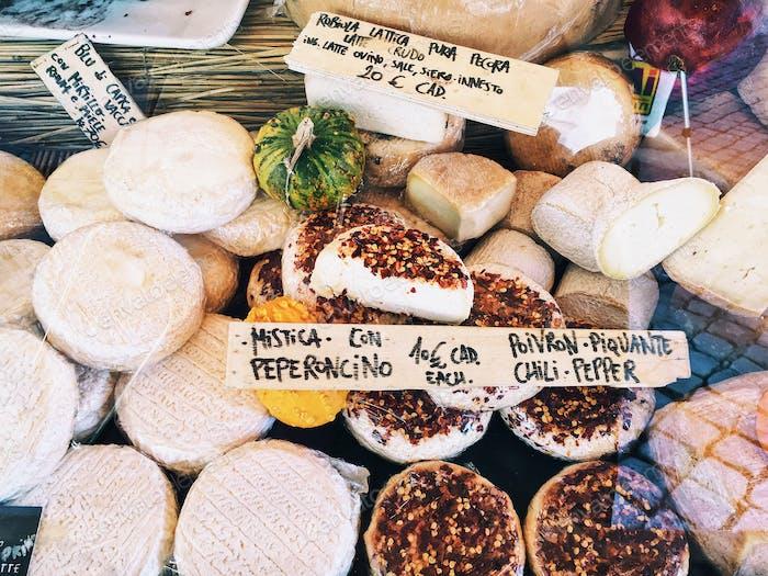 Verkauf Runde italienischer Käse
