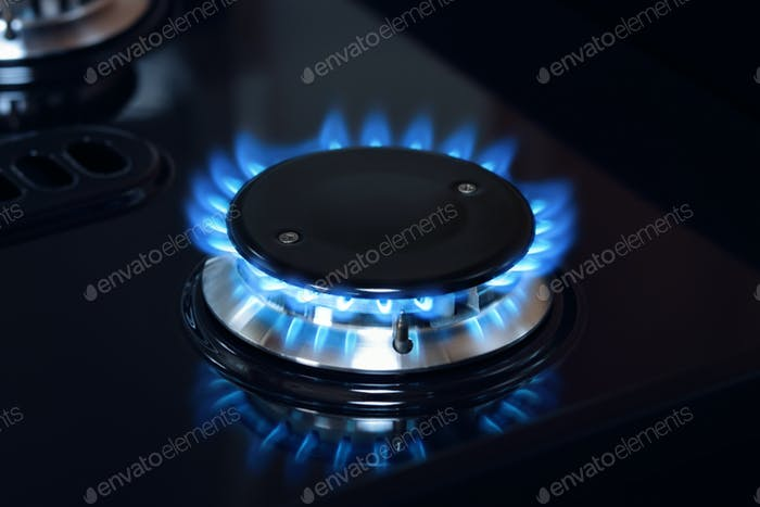 Erdgasbrenner Flamme auf Herd