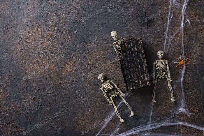 Halloween Hintergrund mit Skeletten und Grab