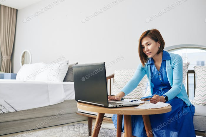 Filling invoice document online