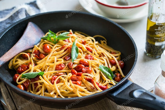 Fettuccine with cherry tomatoes