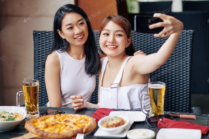 Selfie Porträt mit Freund