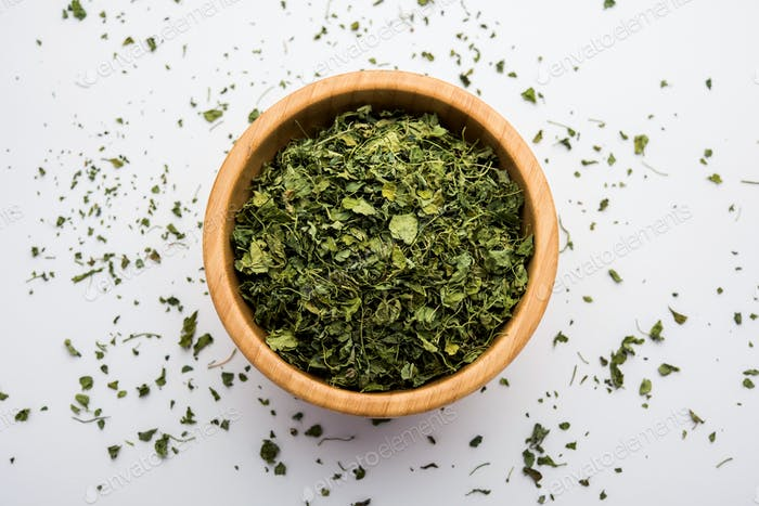 Hojas de hojas secas o Kasuri methi