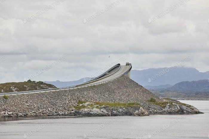 Norwegen. Atlantischer Ozean Straße. Brücke über den Ozean. Europa reisen. Horizontal
