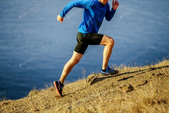 Mann Läufer dynamisch laufen