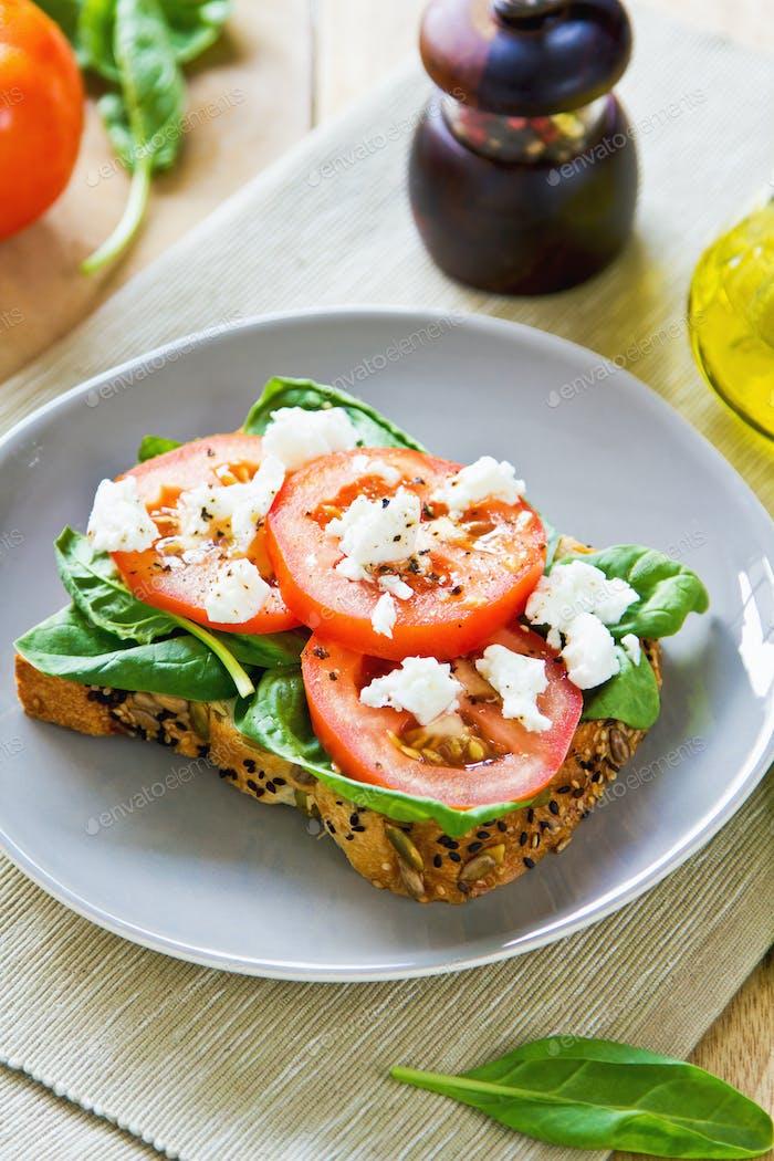 Feta und Spinat Sandwich