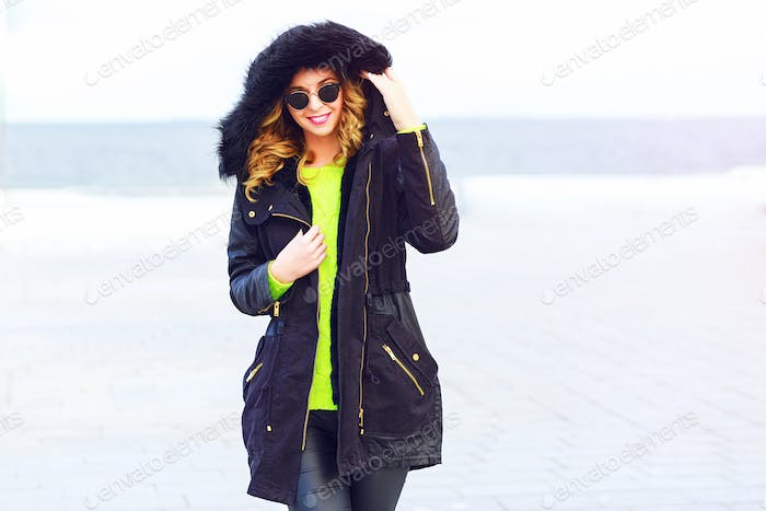 Outdoor lifestyle wither portrait of stylish young woman