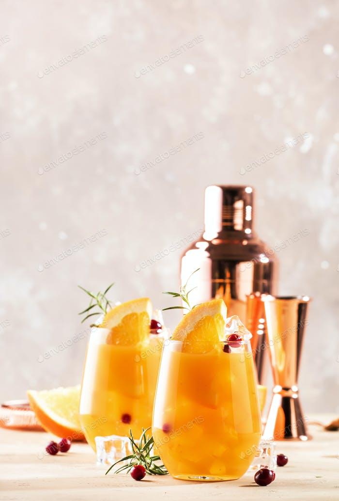 Orange Cranberry Rosmarin und Wodka Cocktail