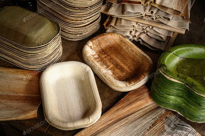 Containers made from natural materials, leaves for the environment.