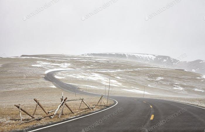 Trail Ridge Road während eines Schneesturms in Rocky Mountains National P