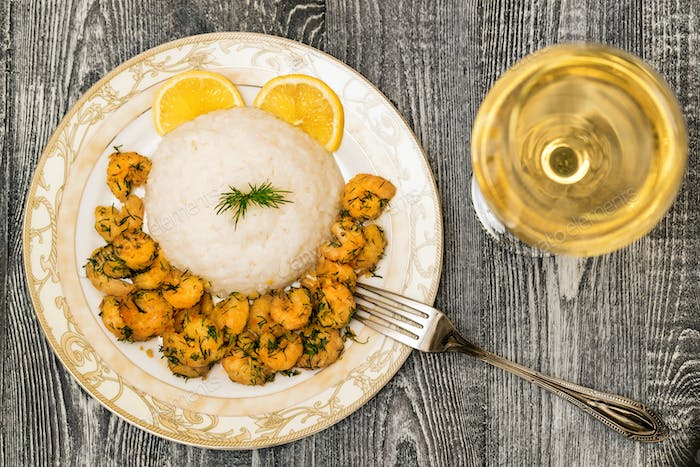 Prawn with rice and white wine