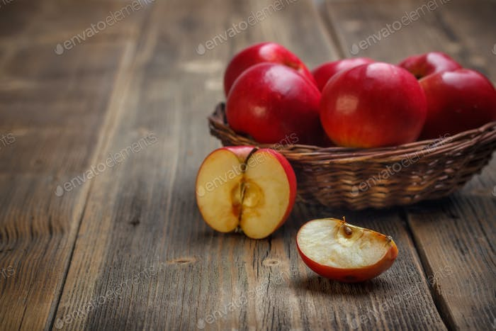 Saftige rote Äpfel