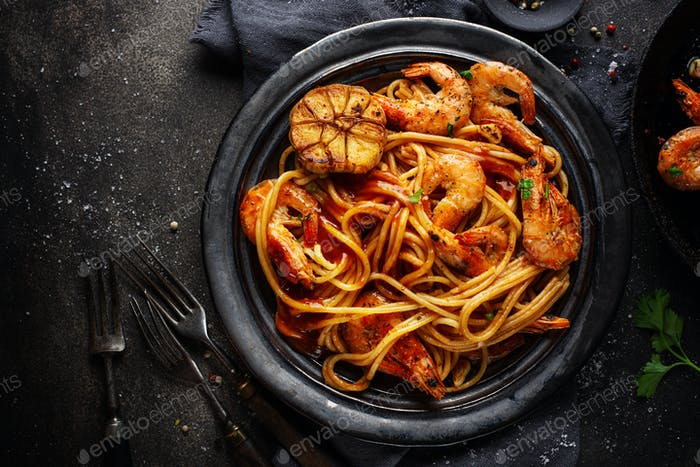 Pasta-Spaghetti mit Garnelen und Sauce