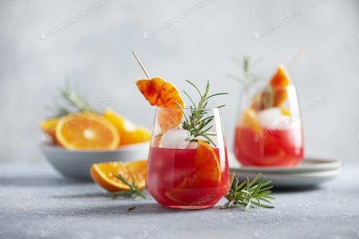 Cocktail mit roten Orangen