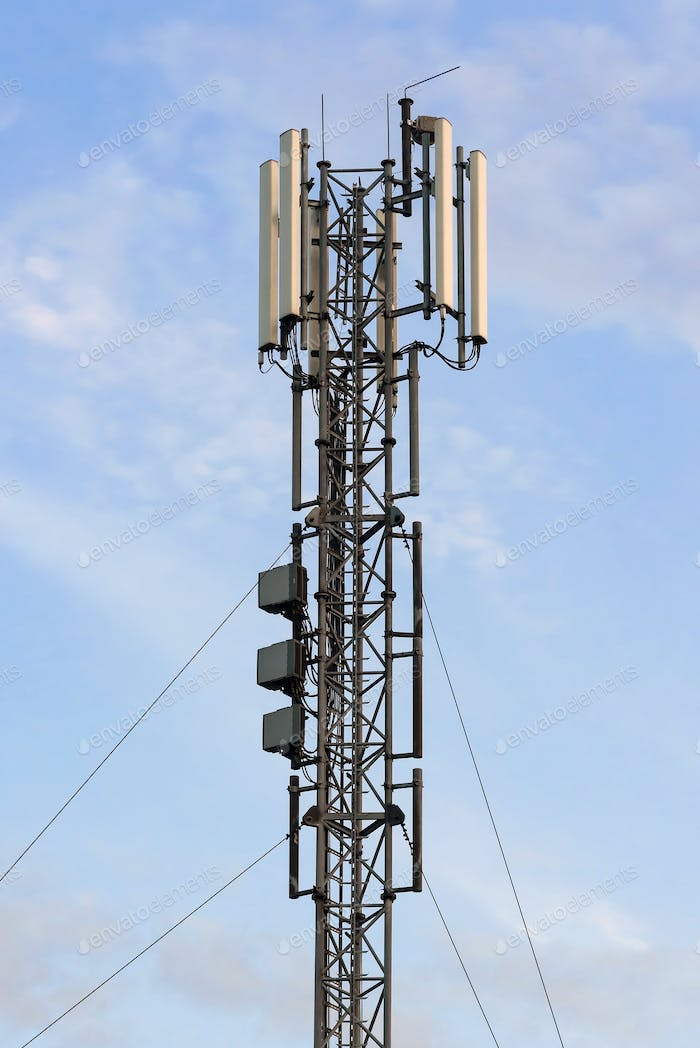 Cellular base station with panel antennas