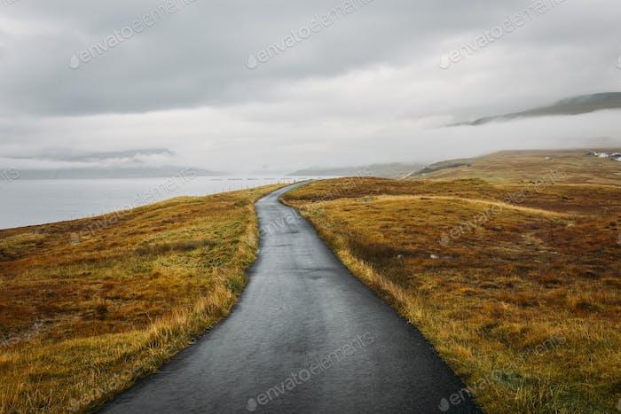 Straße in Färöer Inseln