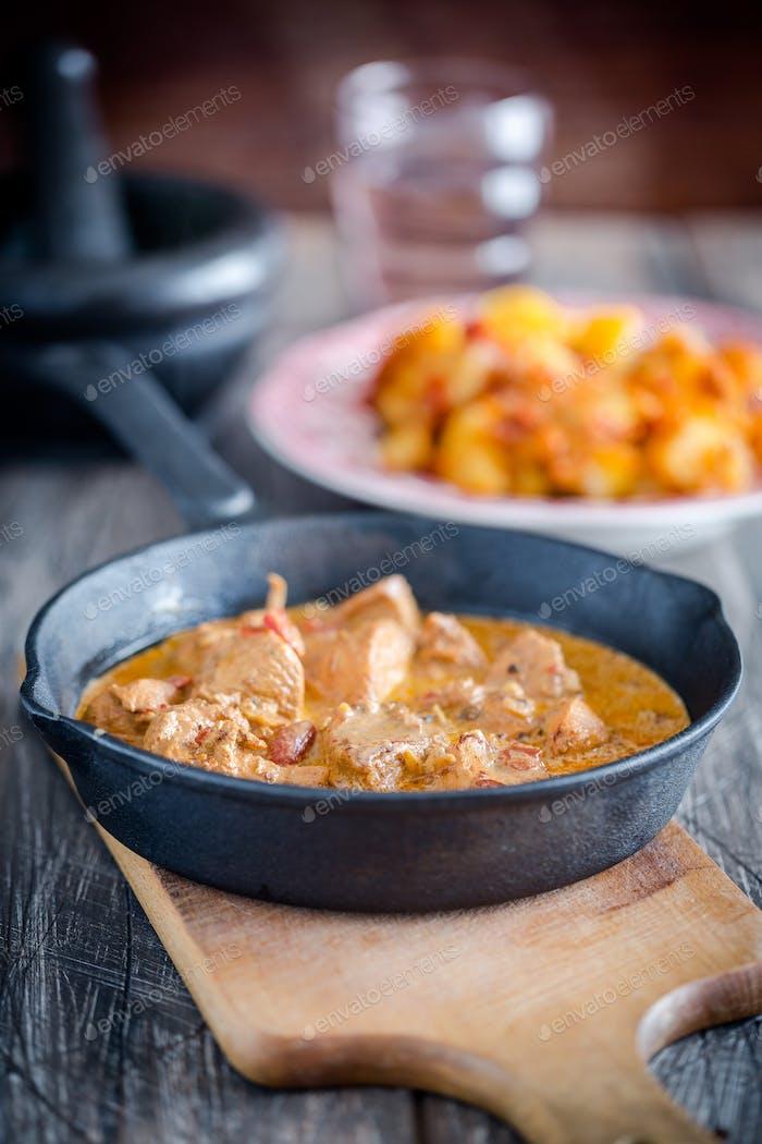 Indische Butter Huhn - ein Fleischgericht zu Hause zubereitet