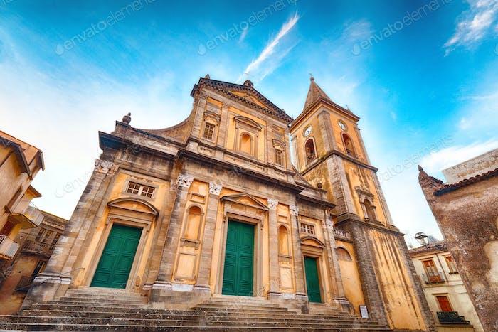 Duomo di Santa Maria Assunta im Bergdorf Novara di Sicilia, Sizilien, Italien