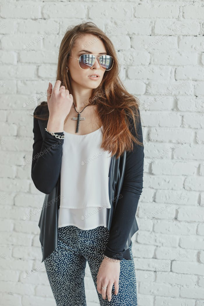 Young pretty woman outdoor fashion portrait. Beautiful girl wearing sunglasses