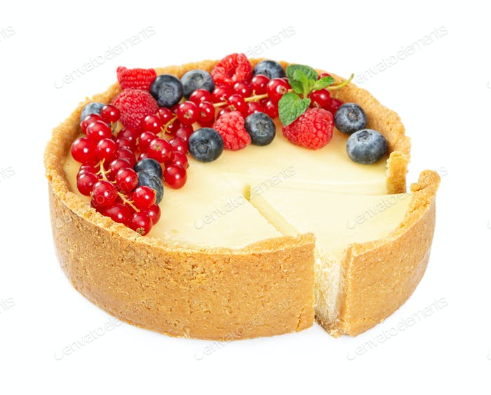 Cheesecake with fresh red currants and mint leaves