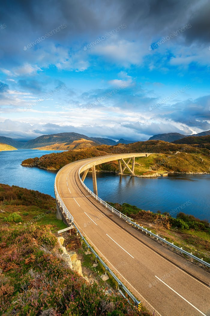 The Kylescu Bridge crossing Loch a' Chàirn