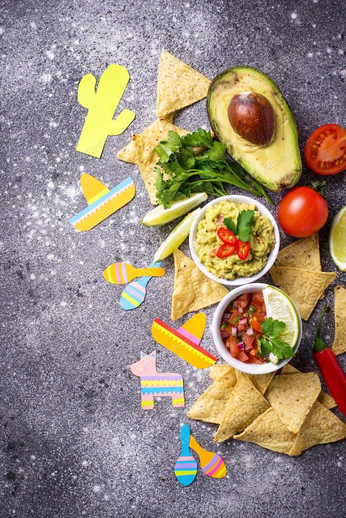 Guacamole, Salsa, Nachos und Tequila