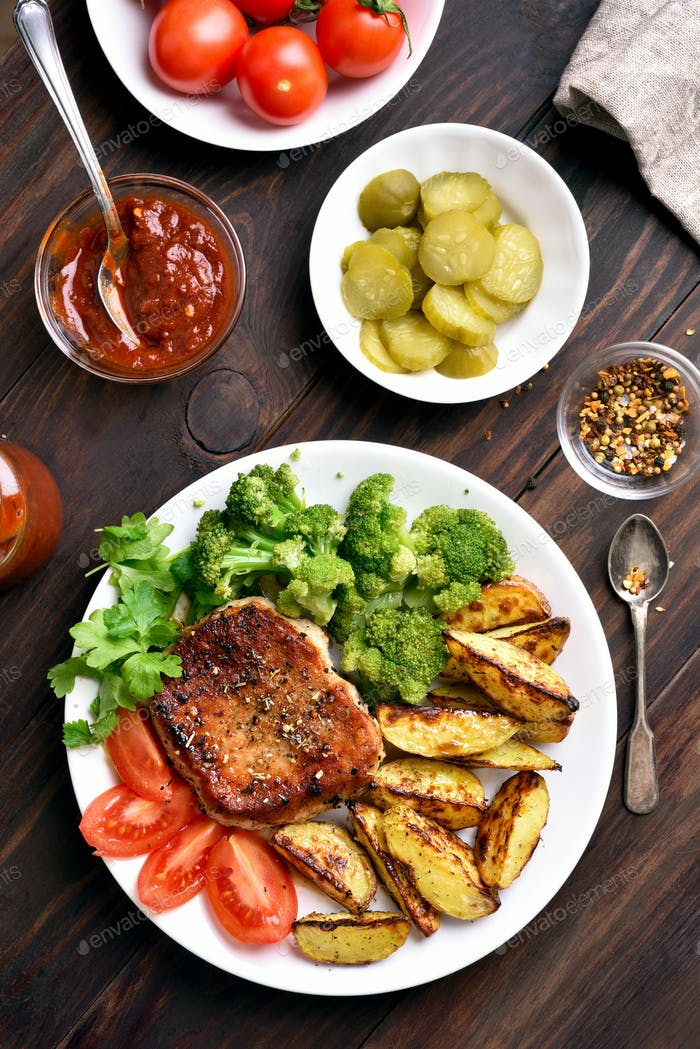 Gegrilltes Schweinefleisch und Gemüse