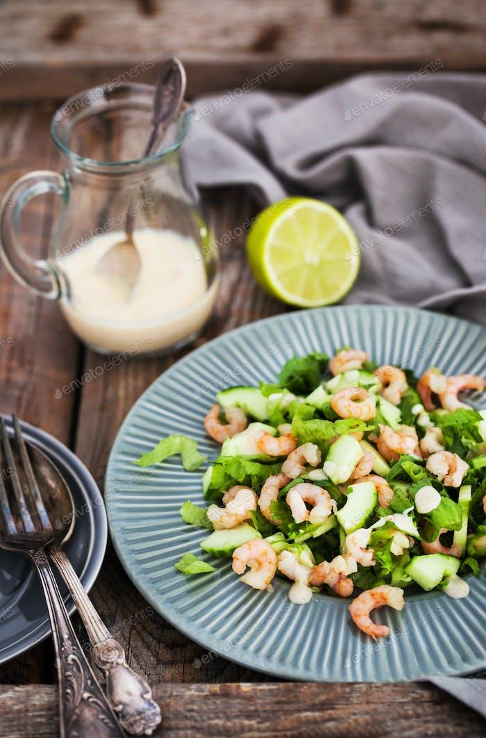 Shrimps, cucumber and lettuce salad with yogurt dressing