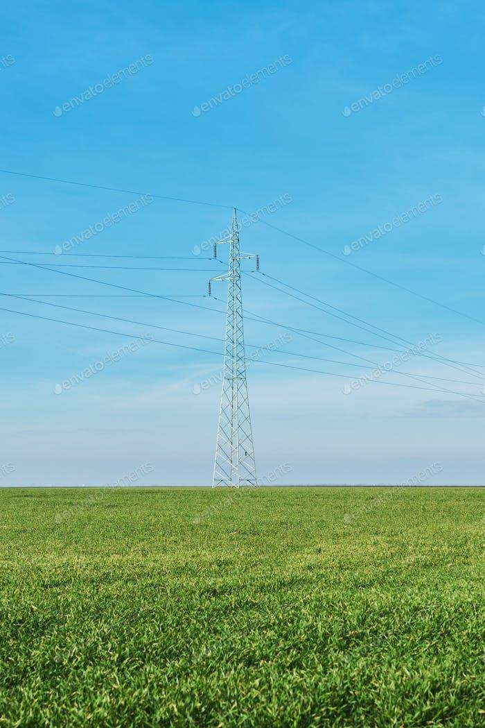 Stromverteilung, Stromversorgungsmasten in ländlichen Gebieten