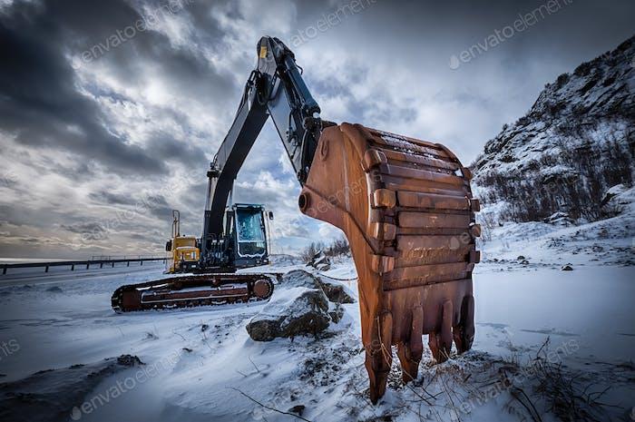 Alter Bagger im Winter