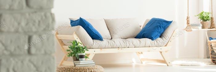 Удобный белый диван
