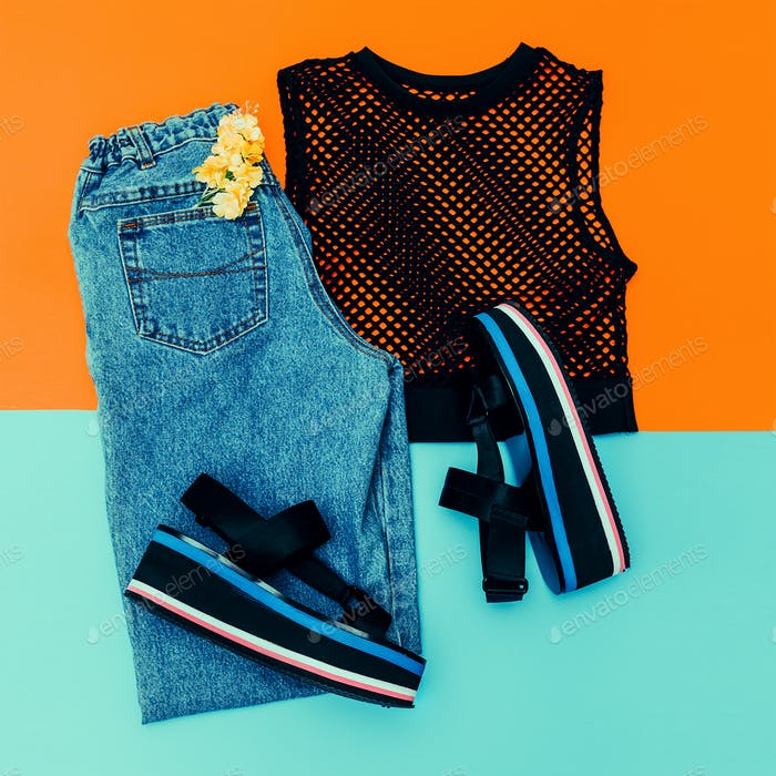 Blue Vintage jeans, platform shoes, black top mesh. Trend of the
