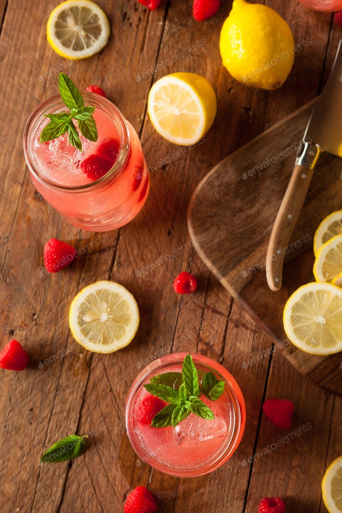Refreshing Cold Raspberry Lemonade