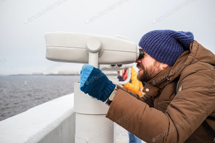 Man looks with interest in the tower viewer