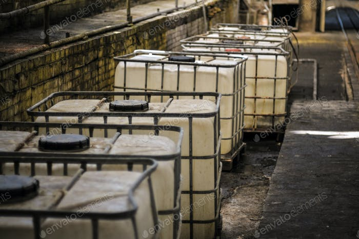Baths and cans of chemically active liquid in hazardous industries